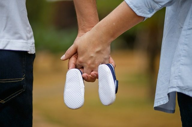 Mamma gravidanza scarpe bambino